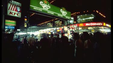 Carlsberg satser stort på det cambodjanske marked og hævder selv at have en socialt ansvarlig profil. Men deres lokale samarbejdspartner anklages for at undergrave arbejdernes ret til at organisere sig i en uafhængig fagforening
