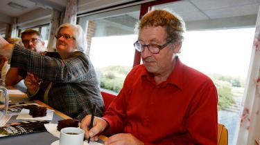 'En landsbytosse er tosset – med landsbyer, og tosset nok til at arbejde for landsbyboernes vilkår i respekt for menneskers frie valg til at bo, hvor de vil i hele landet,' sagde Kristen Touborg (SF) til JydskeVestkysten, da han i 2006 var stolt modtager af prisen som Årets Landsbytosse. Han døde torsdag den 29. juni , 73 år gammel, efter netop at have genopstillet til kommunalvalget for SF i hjemstavnen Lemvig.