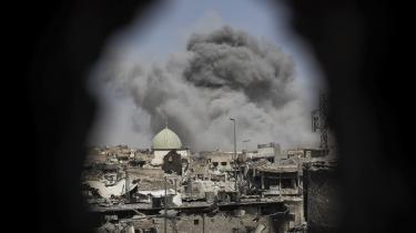 Friske billeder fra Mosul viser resterne af den itusprængte og symbolsk vigtige al-Nuri moske i Mosuls gamle by, som Iraks regeringsstyrker indtog torsdag. Det var her, at den selvudråbte kalif, Abu Bakr al-Baghdadi, erklærede oprettelsen af Islamisk Stat.