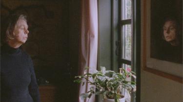 En 60-årig udviklingshæmmet kvinde, Pia (Pia Skovgaard), er hovedpersonen i Daniel Borgmans 'At elske Pia', der blander fiktion og dokumentarisme. Foto: Angel Films
