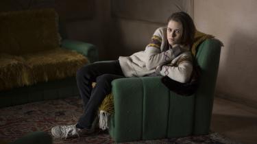 I rollen som Maureen kæmper Kristen Stewart med mindet om sin afdøde bror, der måske hjemsøger hende i Olivier Assayas' nye film, 'Personal Shopper'. Foto: Camera Film