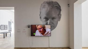 Julian Assange, 'The World Tomorrow: Slavoj Zizek & David Horowitz' fra udstillingen ''Whistleblowers & Vigilantes' på Kunsthal Charlottenborg.