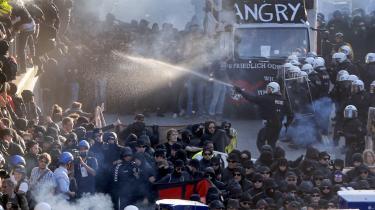 Der har i denne uge været voldsomme demonstrationer mod G20-topmødet i Hamborg, hvor politibetjente også var massivt tilstede i gaderne. Foto: Michael Probst/Ritzau Foto