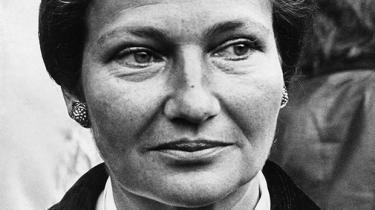 Den tidligere minister og Europa-Parlamentsformand Simone Veil er død, 89 år gammel. Det har efterladt Frankrig i sorg over en kvinde, der med værdighed og ukueligt mod overlevede koncentrationslejren i Auschwitz, indførte loven om fri abort og til det sidste kæmpede for et forenet og fredeligt Europa
