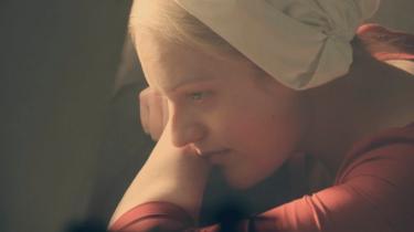 HBO-seriens internationale succes, får nu også Lindhardt og Ringhof til at genudgive Margaret Atwoods fremtidsroman 'Tjenerindens fortælling' i Danmark