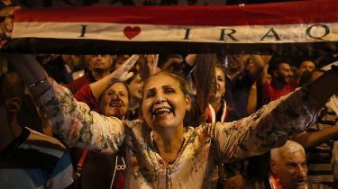 Irakere fejrer sejren over Islamisk Stat i Mosul søndag.