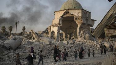 Mosuls al-Nuri moske fra det 12. århundrede, som IS-krigere i sidste måned sprængte i luften. Det var fra trappen op til moskeen, at IS-lederen Abu Bakr al-Baghdadi erklærede et kalifat.
