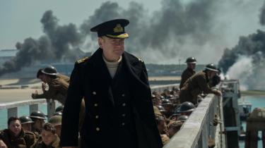 Kenneth Branagh spiller søofficer, der har til opgave at evakuere 400.000 britiske soldater fra en strand i Frankrig i Christopher Nolans nye film, 'Dunkirk'. Foto: Warner Bros. Pictures