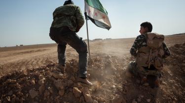 Amerikansk-støttede syriske styrker holder frontlinjen mod Islamisk Stat uden for Raqqa i Syrien.