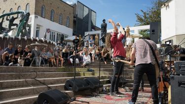 Koncert arrangeret midt i Hjørring af Venligboerne med bandet Stonebird. Dagens kronikør mener, det er forfejlet at kalde det nordjyske for udkant, fordi der er talrige initiativer i og omkring byen.