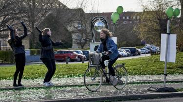 'Dyrk dine egne gulerødder og hop op på din cykel, hvis det gør dig sundere og gladere. Men hold op med at være besat af, hvor grønt vi lever enkeltvis'. Arkivfoto