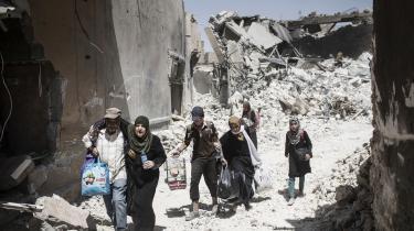 Mange lokale i millionbyen Mosul frygter en tilbagevenden til tiden før IS, hvor hæren dagligt truede indbyggerne med anholdelser og ydmygelser. Ifølge både menneskerettighedsorganisationer og internationale medier er flere tusinder mænd og drenge fra Mosul i øjeblikket tilbageholdt af de irakiske myndigheder. Mange mistænkes for at have forbindelser til IS. Langt de fleste er fængslet under kummerlige forhold og har ingen mulighed for at hyre en forsvarsadvokat.