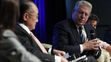 Al Gore optræder ofte i rollen som statsmand i sin nye film, 'An Inconventional Sequel'.