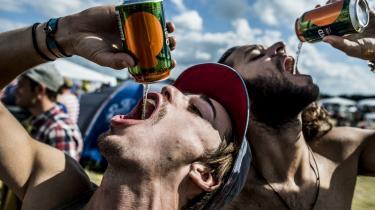 Tuborg er officiel hovedsponsor for Roskilde Festival, som gør meget ud af at være»Against Drugs«. Men alkohol er også drugs, hvis nogen skulle være i tvivl. Arkivfoto