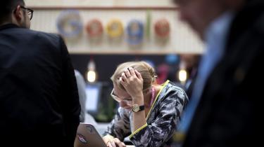 I gennemsnit er kvinder mere tilbøjelige til at ville arbejde med mennesker, mens mænd er mere tilbøjelige til at ville arbejde med objekter – skriver den nu fyrede Google-medarbejder James Damore i sit manifest – og derfor kan uligheden i techbranchen ikke kun forklares med diskrimination og sociale konstruktioner – den er også et produkt af biologi. Information har bedt en debatredaktør, lederen af datalogistudiet, en kvinde med job i softwarebranchen og direktøren for Kvinfo om at forholde sig til den påstand.