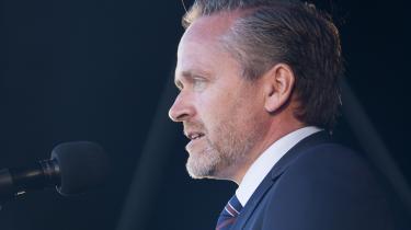 Udenrigsminister og LA-formand Anders Samuelsen har bebudet »historisk« store skattelettelser, efter at han har måttet erkende, at der ikke kan samles flertal for topskattelettelser i Folketinget.