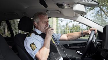 Politiassistent Erik Andersenfra Albertslund politikredser en af de betjente, derpatruljerer med automatiske nummerpladescannere på politibilen. Den scanner de forbipasserende biler, og giver ham en medling, hvis en nummerplade er meldt stjålet, bilen ikke ersynet, hvis den mangler lovpligtig forsikring eller er efterlyst.