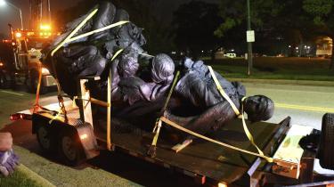 Borgmester i Baltimore, Catherine Pugh, gav i denne uge ordre til at nedtage fire monumenter til minde om sydstatstiden. Hun begrundede det med hensynet til offentlig orden og sikkerhed efter voldsudbruddet i Charlottesville. Ondag før daggry blev statuerne fjernet.