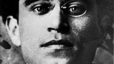 Biografi om den italienske kommunist og filosof Antonio Gramsci er et overbevisende forsøg på at dokumentere, hvordan en af det 20. århundredes hårdeste skæbner kunne frembringe en af dets mest bemærkelsesværdige og perspektivrige intellektuelle præstationer