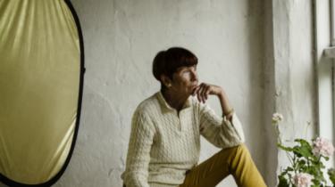Portræt- og bryllupsfotograf Karen Ahrenkiel er 70 år og medlem af Venstre. Hun tager billeder af alt det smukke i livet. Men hun har svært ved at glemme synet af fire redningsveste i vandkanten på den græske ø Leros