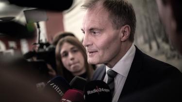 De borgerlige har afholdt sig fra mere vidtgående attentater på omfordeling i Danmark, fordi de ikke ville have Dansk Folkeparti imod sig, hævder Peter Skaarup.