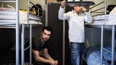 FN-komiteer har de seneste par år kritiseret stribevis af afgørelser truffet af Flygtningenævnet. Brødrene Kaywan Yari og Erfan Yari blev sidste år overført til udrejsecenter Kærshovedgård, hvor de skal motiveres til frivilligt at rejse til Iran.