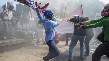 'Vi bliver nødt til at tale om Charlottesville igen og igen, fordi den form for voldelig racisme er noget, der synes at vokse også på vores kanter – også selv om det virker utænkeligt, at sådan noget kunne ske her,' skriver Caspar Eric.