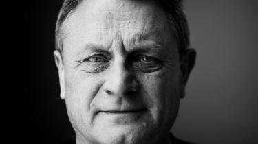 Der kommer altid 'den ny tids filosoffer', siger professor Hans Jørgen Whitta-Jacobsen : 'Når en udvikling har stået på et stykke tid, kommer nogle og siger, at fra nu af hænger alting fundamentalt anderledes sammen. De får en vis medvind i debatten og et gennemslag på den førte politik og regulering – og de tager altid fejl.'