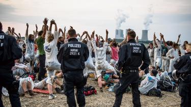 Omkring fem tusind europæere deltog i weekenden i protester mod kulkraft i Europas største brunkulsbrud i Tyskland. For dem er civil ulydighed nødvendigt i kampen for klimaet.