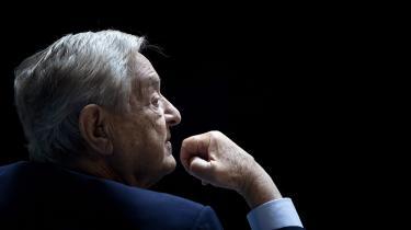 Soros' oprindelige mål var at tjene 100.000 dollar og så trække sig tilbage. Men da han først fik job i en handelsbank, fik han smag for at tjene penge og flyttede fra Ungarn til New York.Det vurderes, at han i dag har en formue på 155 milliarder kroner.