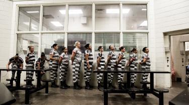 Alt i Tent City i Arizona var designet med henblik på at ydmyge og på at skærpe den psykiske tortur af de indsatte, skriver Paul Mason.