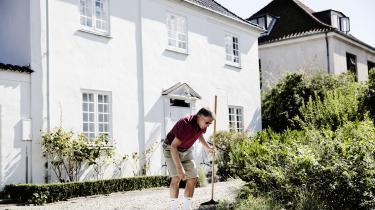 Siden 2001 har skattereformer givet de ti procent rigeste danskere meget større skattelettelser end de ti procent fattigste, viser analyse fra AE-Rådet. Og den udvikling fortsætter med regeringens nye skatteudspil. Dansk Folkeparti har stemt for næsten lige så mange reformer, der reducerer omfordelingen mellem rig og fattig, som V og K