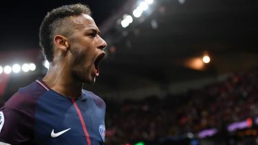 Efter sit rekordskifte fra Barcelona til Paris luftede Neymar sin utilfredshed med den katalanske ledelse personificeret ved præsidenten, Josep Maria Bartomeu Floreta. Han var træt af at stå i Lionel Messis skygge. Og måske endda Luis Suarez'. I Paris er Neymar i en liga for sig selv.