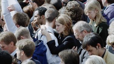Vi græd over David Bowie, holdtmindefester for Prince, skrev kondolencebreve til Familien fra Bryggen. Og mens vi i året, der gik, mindesde kendte, vi ikke kendte, sørgede vi hver især overdem, som vimistedei vores nære liv