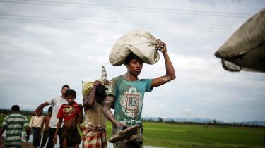 Tusindvis af rohingyaer er flygtet fra Myanmar til Bangladesh.