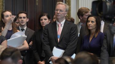 En af de første til at forstå vigtigheden af lobbyisme var topchef for Google, Eric Schmidt. I dag er Google blandt de techvirksomheder, der bruger flest penge på at påvirke amerikanske politikere.