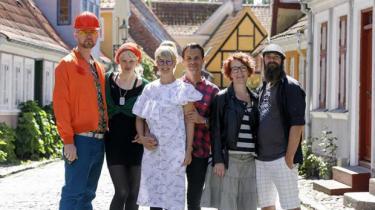 Tre par mødes i TV 2/Fri's opbyggelige og behagelige 'Hotelkampen' på Ærø for at kappes om, hvem der bedst kan indrette et hotel, hvor deres personlige lykke kan skvulpe ud over parforholdet og manifestere sig som god, hjemlig stemning