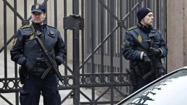 Forsvaret løser i forvejen en mængde andre civile opgaver. Hvorfor skulle det så være så frygteligt at lade lade Forsvaret bevogte et terrormål?