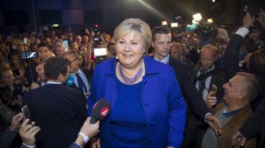 Erna Solberg fortsætter som Norges statsminister, efter hun vandt valget mandag. 'Hun er en helt normal norsk kvinde. Erna er Erna, om hun er i privaten eller i politik. Der er ikke nogen dikkedarer' har Norges minister for Nordisk samarbejde, Frank Bakke Jensen, blandt andet sagt om hende.