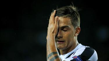 Paolo Dybala og Juventus fik en dårlig start på deres Champions League gruppespil, da de tabte 3-0 til FC Barcelona.