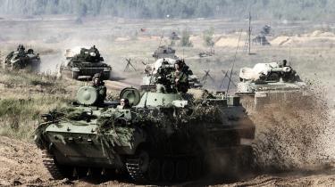 Ifølge vestlige kilder omfatter den nuværende russiske militærøvelse over 100.000 mand, som bl.a. de baltiske lande, Polen og Ukraine frygter vil blive brugt til at trænge ind på polsk territorium eller ind i de russisk-talende dele af Estland, Letland og Litauen