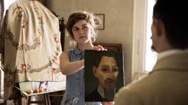 Sprudlende Carla Juri spiller maleren Paula, der ikke sådan lader sig kue af tidens krav om realisme og præcision i Christian Schwochows portrætfilm, 'Paula'.