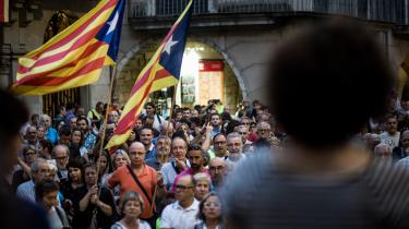 Flere tusinde demonstranter forsamlet i Girona til støtte for en folkeafstemning om catalansk løsrivelse fra centralmagten Spanien.