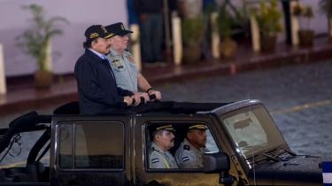 Daniel Ortega – her ved en militærparade tidligere på måneden – har nu sagt, at Nicaragua vil underskrive klimaaftalen fra Paris. Dermed mangler kun USA og Syrien.