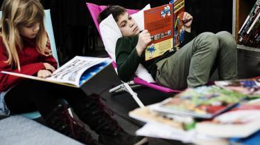 Rapporten 'Børns læsning 2017' viser, antallet af piger, der svarer, at de læser mindst flere gange om ugen er faldet fra 68 pct. i 2010 til 59 pct. i 2017. Rapporten er en opfølgning på læseforsker Stine Reinholdt Hansens ph.d.-projekt fra 2014, der undersøger, hvor meget tid børn bruger på at læse i deresfritid.