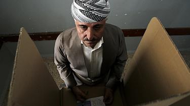I dag skal Iraks kurdere stemme om løsrivelse. Selv hvis det ikke fører til reel selvstændighed, kan folkeafstemningen ende med at få uforudsigelige konsekvenser for Irak som en samlet stat, siger tidligere arabisk-kurdisk toprådgiver i et interview med Information. USA burde have presset kurderne til at droppe afstemningen, mener han