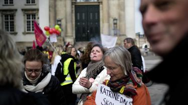 Lærere demonstrerer på slotspladsen foran Christiansborg under konflikten i 2013.