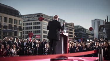 Martin Schultz, formand for SPD, skulle have brudt med Angela Merkel langt tidligere og satset på den venstrefløjsmajoritet, der faktisk eksisterede i Forbundsdagen, mener Jan-Werner Müller.