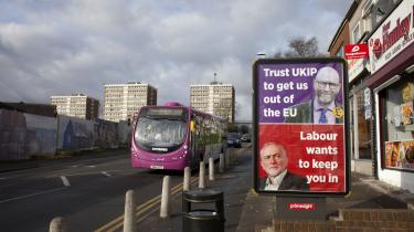 I Stoke On Trent – en tidligere højborg for industri, der oplevede massefyringer i 1980'erne og 1990'erne efter lukningen af en række stålværker, kulminer, pottemagerier og andre fabrikker – lykkedes det Labour at besejre UKIP's topkandidat, 'fordi vi talte samme sprog som den hvide arbejderklasse,' mener Jack Dromey
