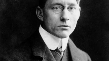 Johannes V. Jensen blev født som søn af en dyrlæge i landsbyen Farsø syd for Limfjorden i 1873. Da han døde 77 år gammel i 1950 havde han ikke blot etableret sig som Danmarks ubestridt største forfatter, men også vundet Nobelprisen i litteratur.  Ritzau Foto